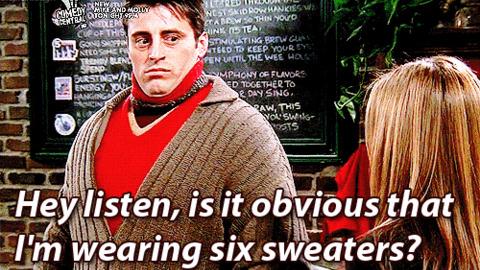 """Bild på Joey i """"Vänner"""" iklädd väldigt många tröjor samtidigt."""